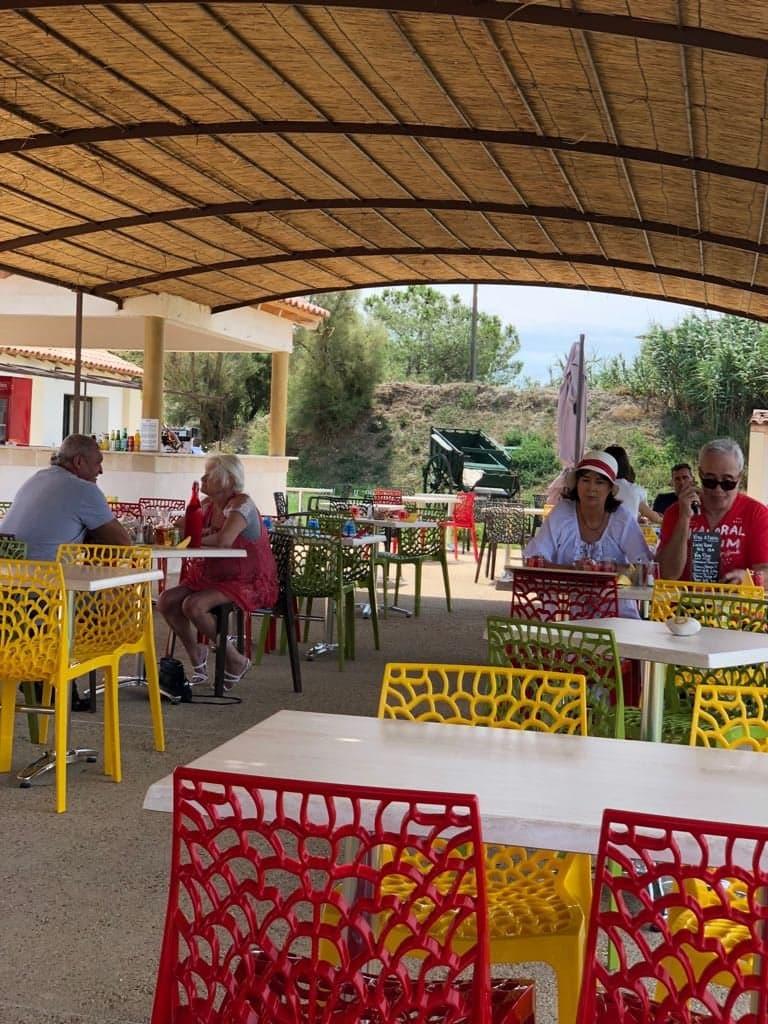 Terrasse d'un restaurant en camargue La Grand Ponche
